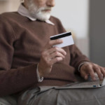 Karta seniora – co daje? Na jakie promocje i rabaty mogą liczyć seniorzy, którzy wyrobią Ogólnopolską Kartę Seniora?