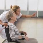 Opieka nad osobami starszymi – jak pomóc seniorowi w domu?