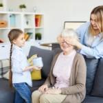 Pomysł na prezent dla babci. Jaki upominek najbardziej ucieszy Seniorkę?