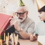Prezent dla dziadka – jaki upominek będzie strzałem w dziesiątkę dla bliskiej osoby?